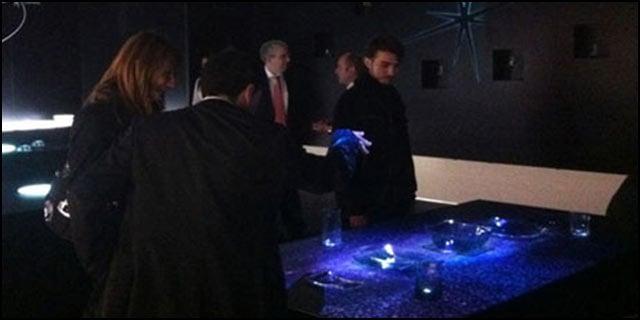 Una serie di tavoli interattivi proiettati con tecnologia - Tavoli interattivi ...