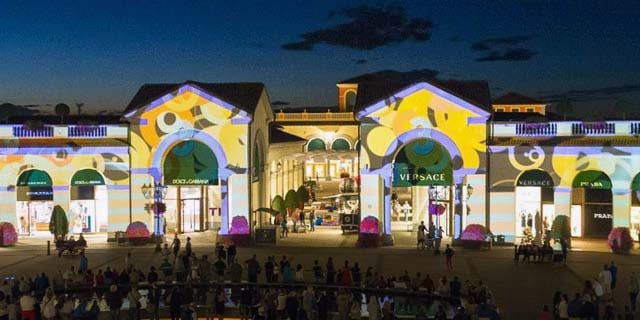 MCARTHUR GLEN: MAPPING ON TOUR - Drawlight